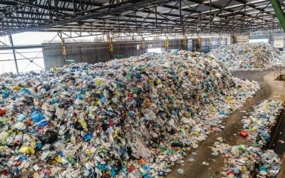 La AMB adjudica el contrato de triaje de residuos de la planta de Viladecans a GGR